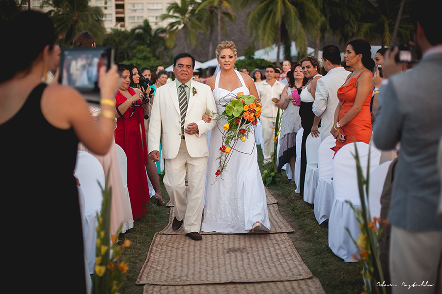Puerto-Vallarta-Sheraton-Buganvilias-Destination-Wedding-Photos-odin-castillo-photography 18