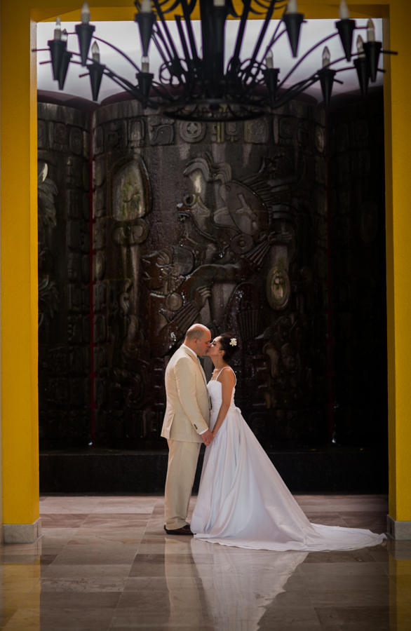 mayan-palace-puerto-vallarta-destination-wedding-photos-odin-castillo-photographer 40